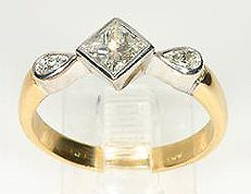 18ct-yellow-gold-princess-cut-diamond-engagement-ring