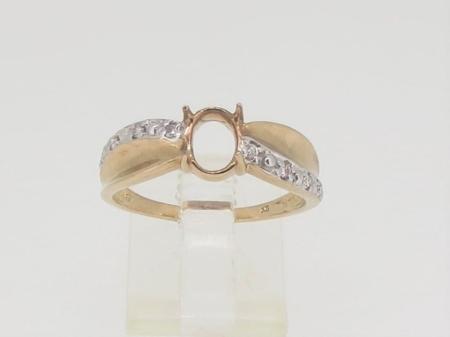 R3565, 7mm x 5mm oval facet, diamond set